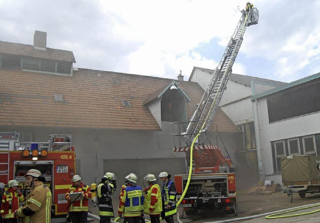 Hoher  Schaden entstand beim Brand einer Trafoanlage in Herbolzheim.    Foto: Feuerwehr Herbolzheim