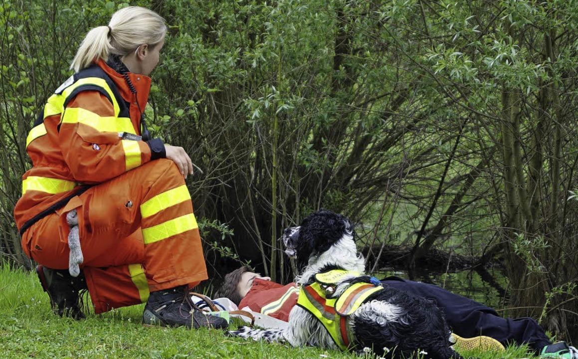 Mit dem Suchhund im Einsatz   | Foto: DLRG