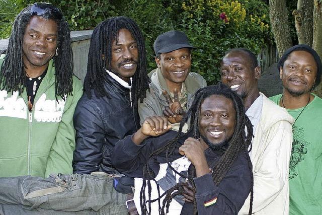 Ras Opoku und Band im Mehlsack