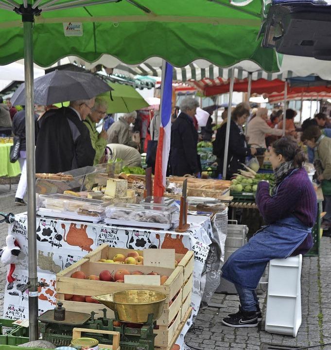 Am Mittwoch ist in Stetten Wochenmarkt...um auch Ältere vor die Tür zu locken.   | Foto: Sabine Ehrentreich