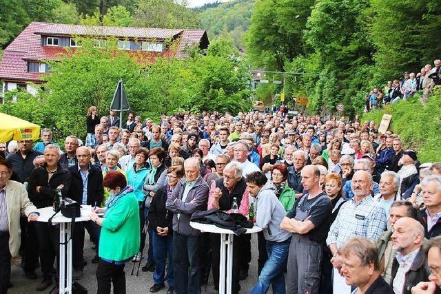600 Menschen kämpfen für Erhalt der Albtal-Strecke