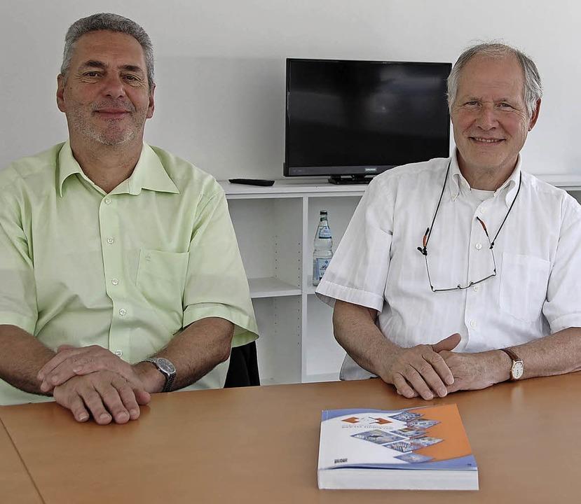 Architekt Norbert Trötschler und SES-Geschäftsführer Werner Holderried (rechts)   | Foto: Frey