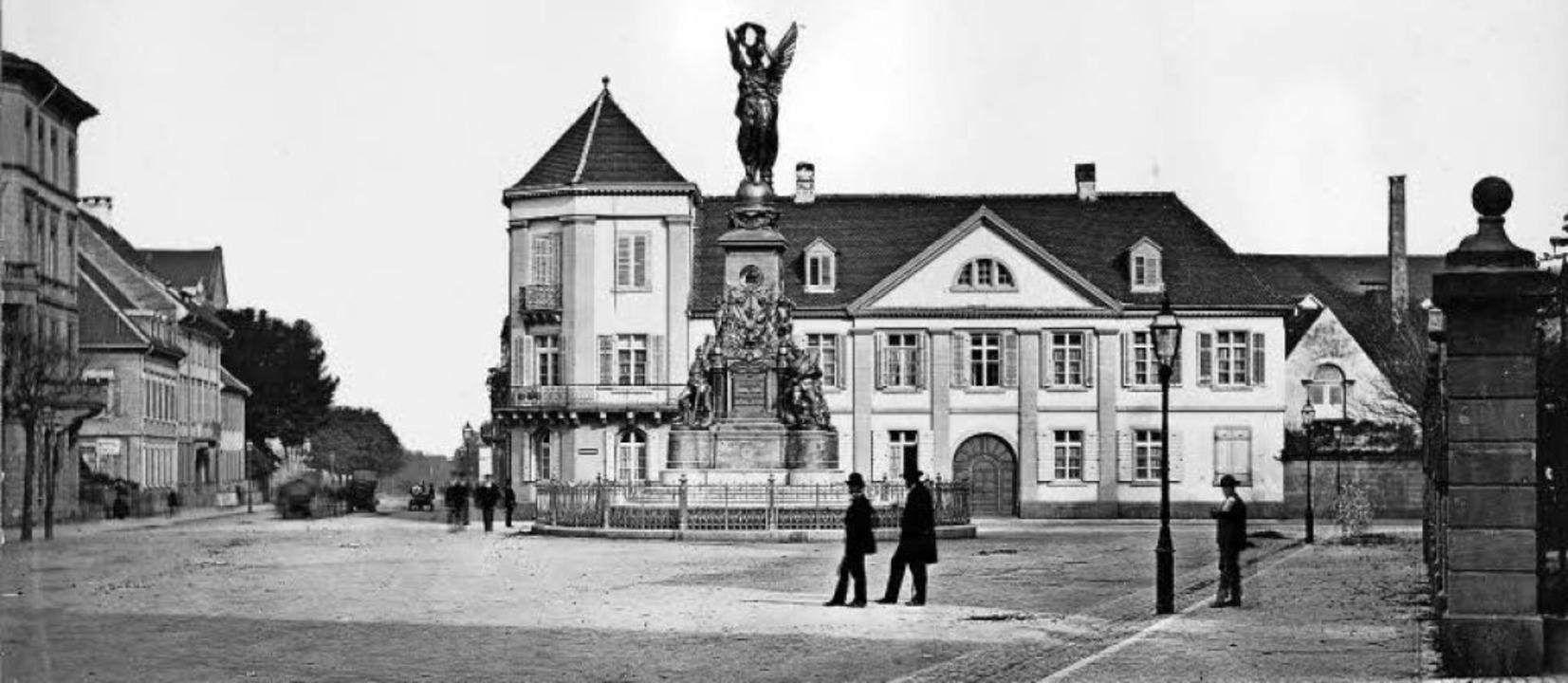 Das Siegesdenkmal von Süden mit Blick .... Aufnahme von Georg Röbcke, um 1880.   | Foto: Augustinermuseum
