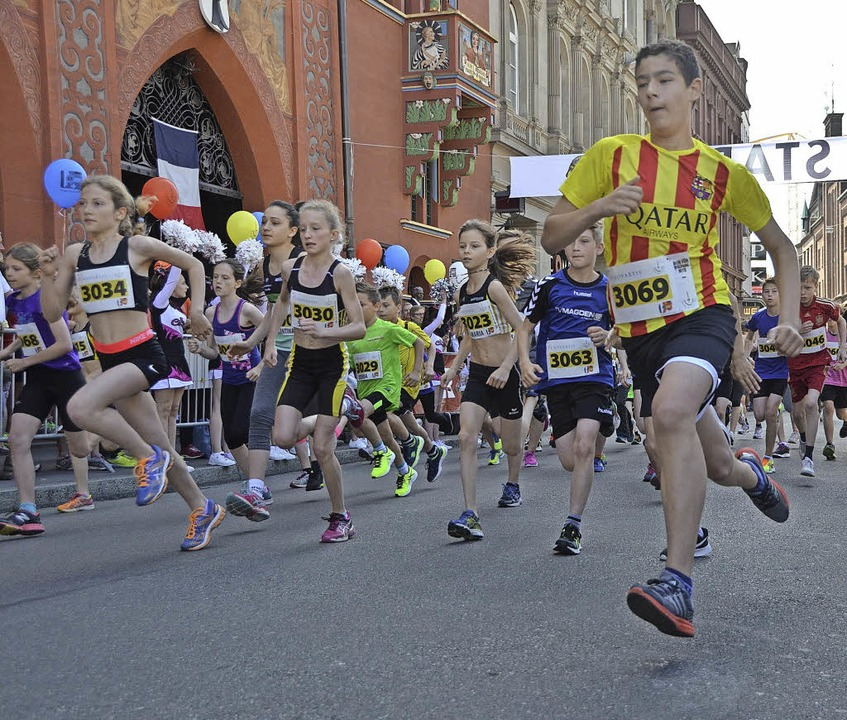 Der Schülerlauf startet am Marktplatz.  | Foto: Mark Alexander