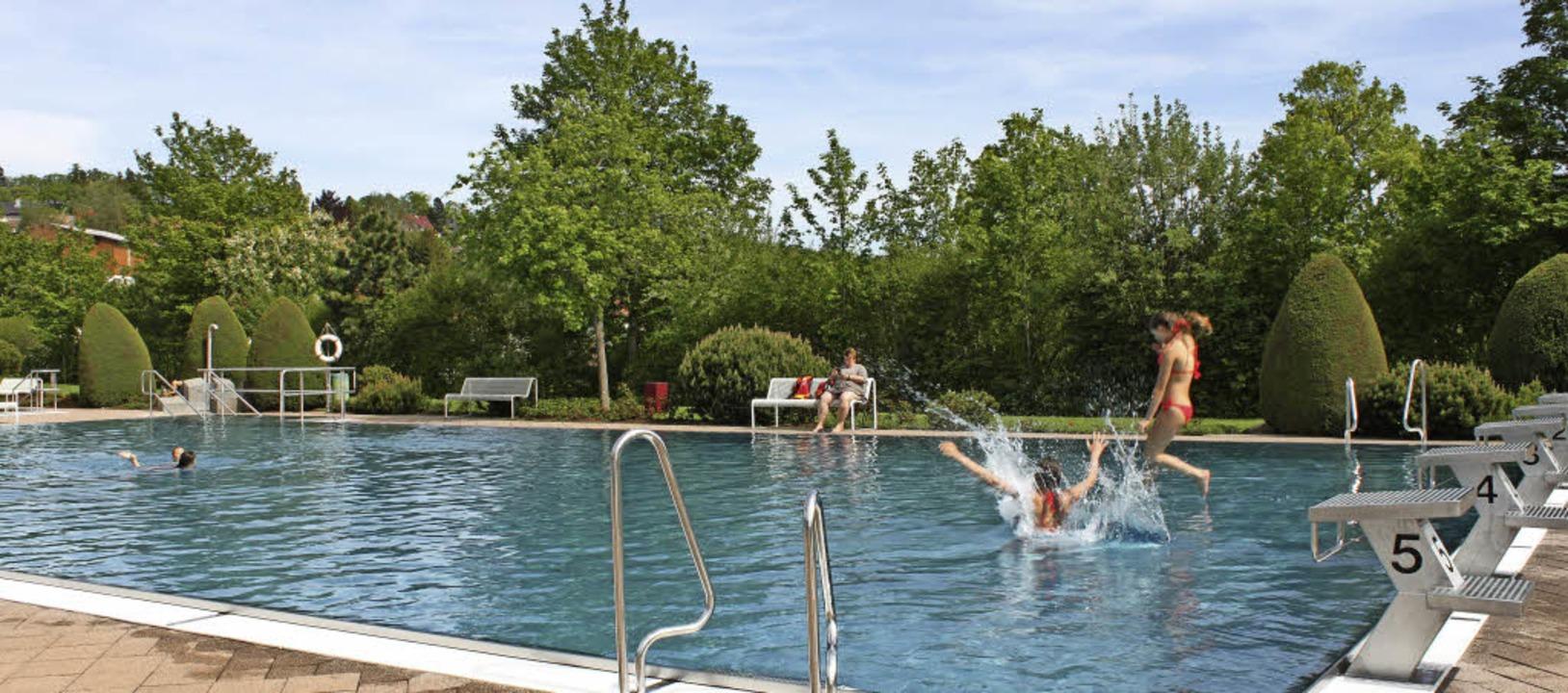 Genügend Platz zum Toben und Ruhen hat... in dieser Saison den Schwimmbadkiosk.    Foto: Martha Weishaar
