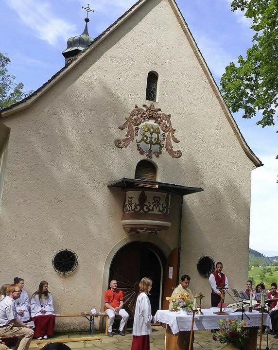 Gottesdienst vor der Marienkapelle   | Foto: Alfons Vögele