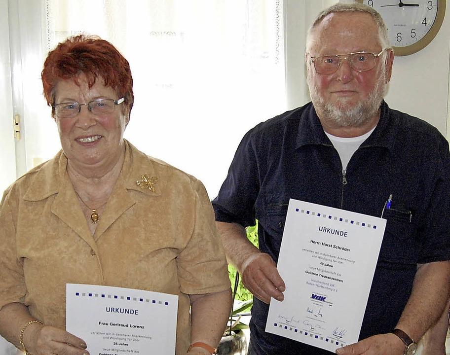 Zwei Mitglieder des VdK-Ortsverbands T...25 Jahre), Horst Schröder (40 Jahre)    | Foto: Werner Steinhart