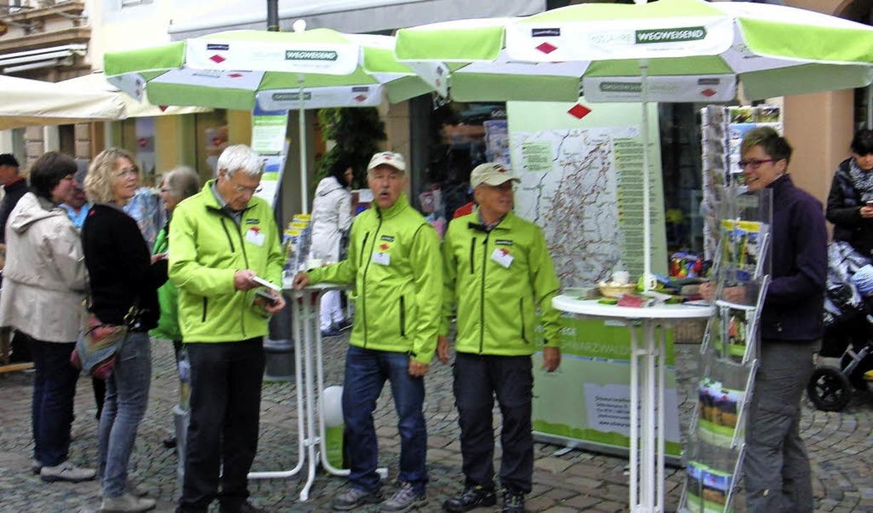 Das Team der Waldkircher Ortsgruppe de...eins informierte auf dem Marktplatz .   | Foto: Karl Heinz Naber
