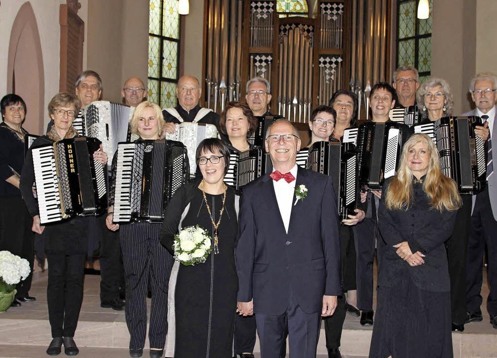 Der Harmonika-Club Haltingen umrahmte ...eonistin Sandra Lohwasser musikalisch.    Foto: privat