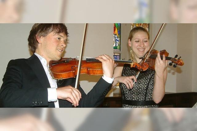 Junge Musiker spielen Bach