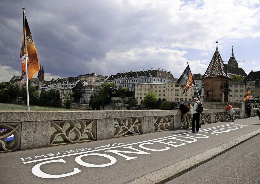 Es ist nicht zu übersehen: Basel erinnert an Erasmus.     Foto: zvg