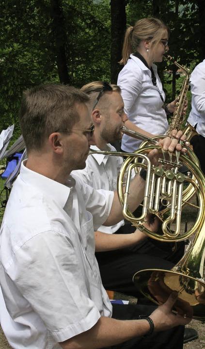 Der Musikverein Maulburg spielte beim ...ock auf der Friedenshöhe fröhlich auf.  | Foto: Lacher