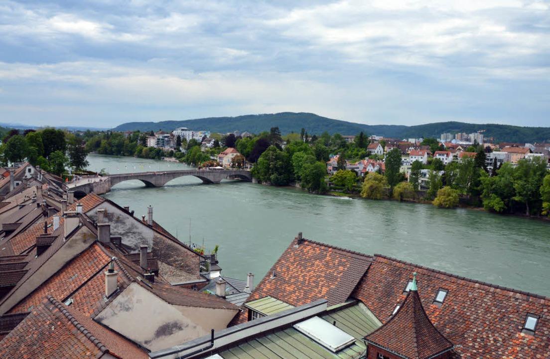 Vom Rathausturm bietet sich ein schöner Blick über beide Rheinfelden.    Foto: Horatio Gollin