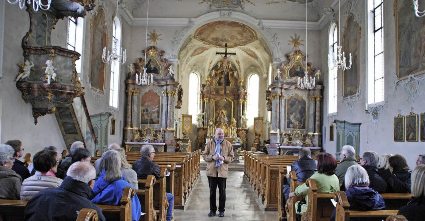 Kunstreise: Professor Hans-Otto Mühlei... und Paul in St. Ulrich im Möhlintal.   | Foto: Dorothea Scherle