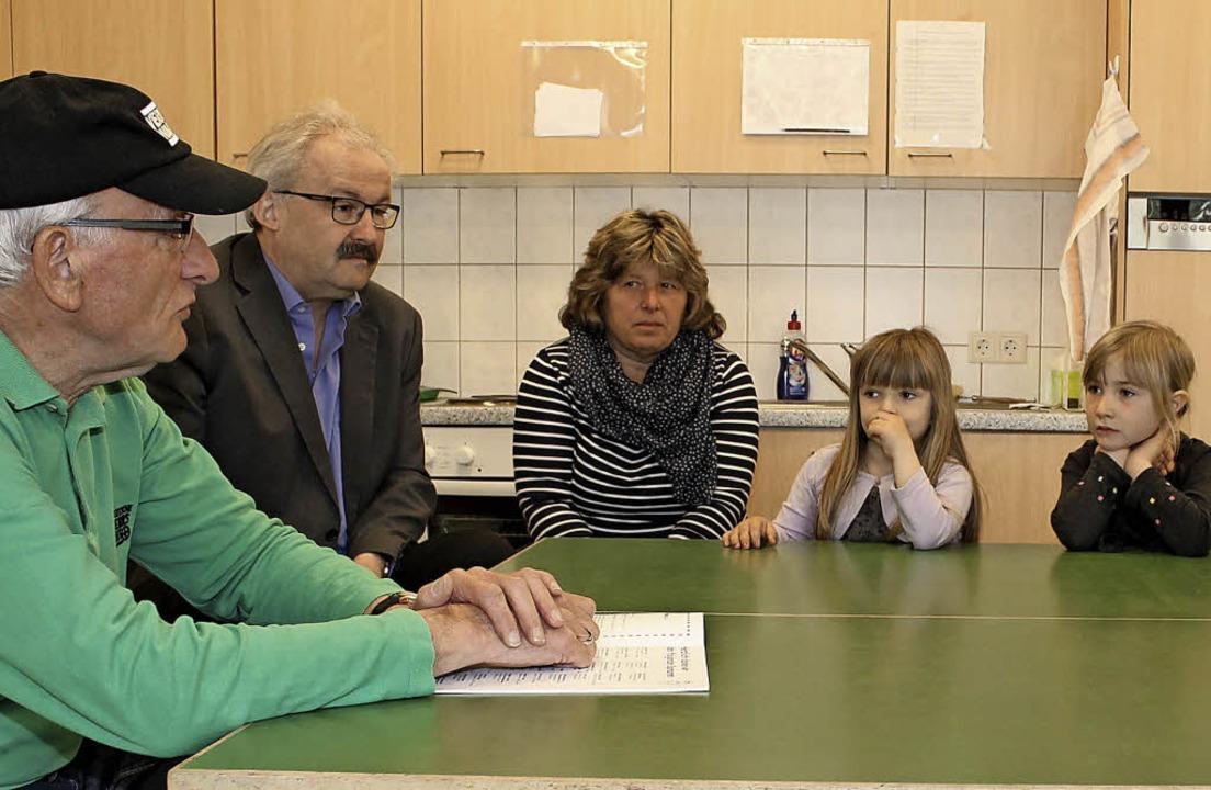 Otto Thoma, Vorstandsmitglied der Krei...rtvolle Tipps zur Verkehrssicherheit.   | Foto: Cornelia Liebwein