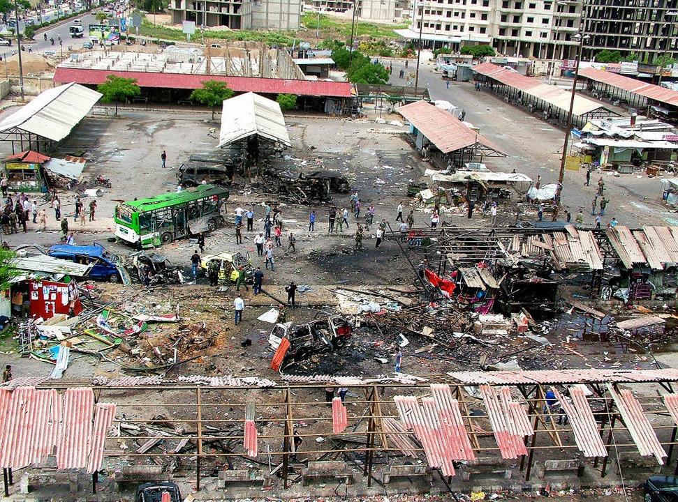 Ein Anschlag hat eine Bushaltestelle in der Stadt Dschabla zerstört.   | Foto: DPA