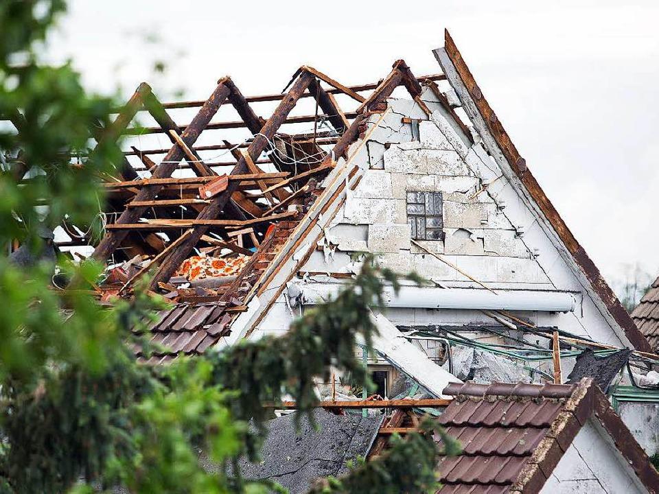 Eines der bei dem Tornado zerstörten Häuser   | Foto: dpa