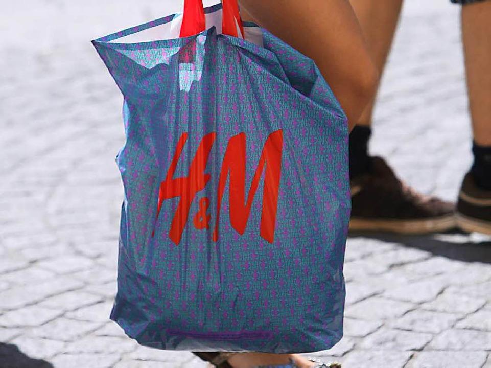 Hennes und Mauritz (H&M) soll noch immer Frauen in Asien ausbeuten    Foto: Karl-Josef Hildenbrand