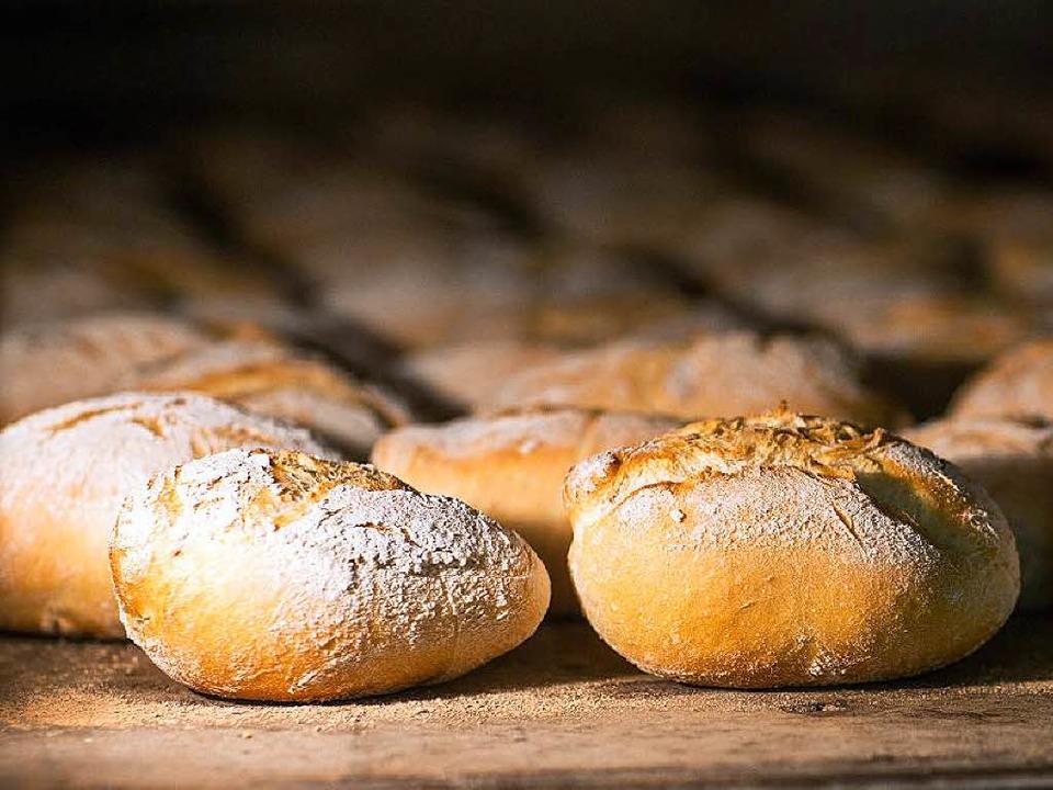 Frisch aus dem Ofen schmecken Brötchen...rtag kann man noch sinnvoll verwerten.  | Foto: dpa