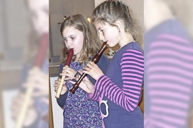 Kinder gestalten Andacht zu Ehren der Gottesmutter