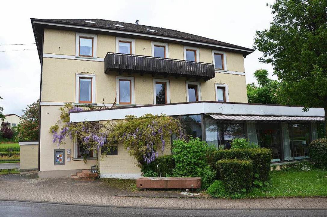 Das  Landhaus Kaiserstuhl in Oberrotwe...er große Biergarten neben dem Gebäude.    Foto: Gerold Zink