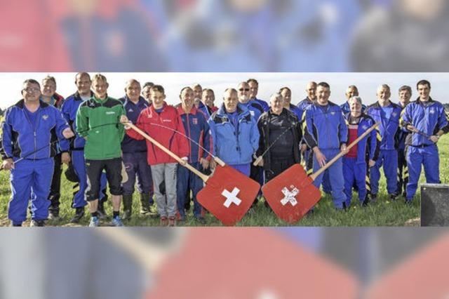 Hornussen Gesellschaft trainiert in Birkendorf