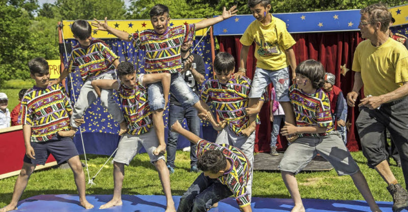 60 Flüchtlingskinder aus Haslach und W...ücke und führten sie anschließend auf.  | Foto: Spielmobil