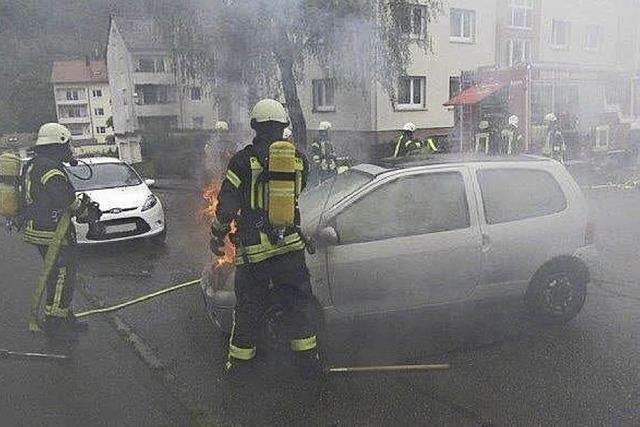 Technischer Defekt: Auto geht in Flammen auf