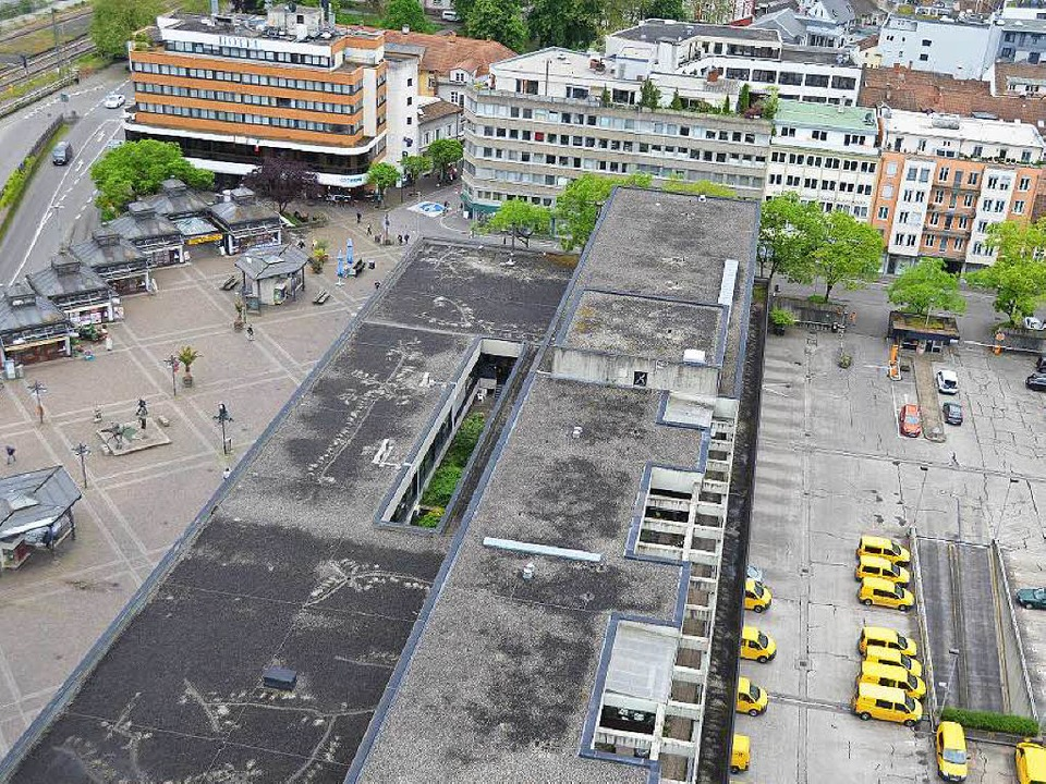 Das Gelände der Post wird mit einem Wo.... Langsam werden die Pläne konkreter.   | Foto: Sabine Ehrentreich