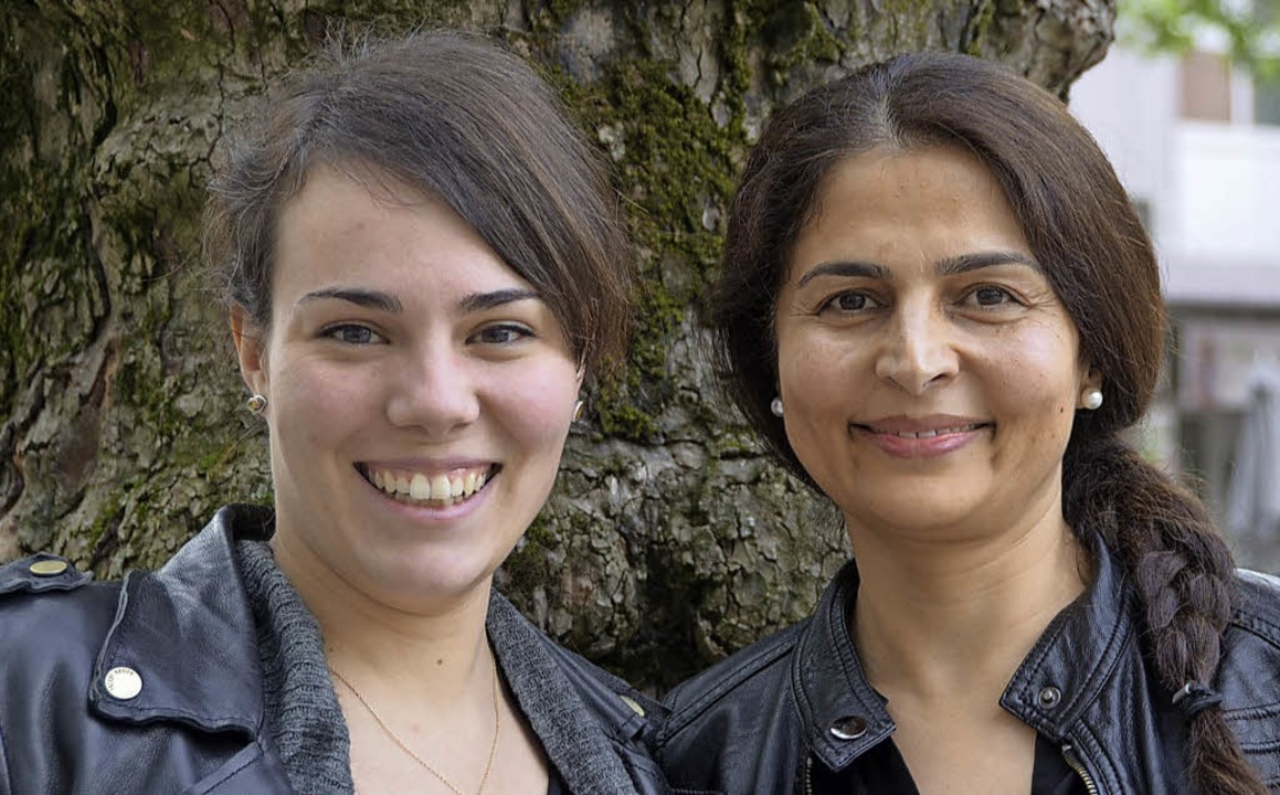 Stéphanie Schubert (li.) und Shkila Pa...ftung in der Flüchtlingsarbeit tätig.   | Foto: Sabine Ehrentreich