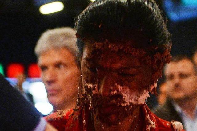 Magdeburg: Sahra Wagenknecht wird mit Torte beworfen