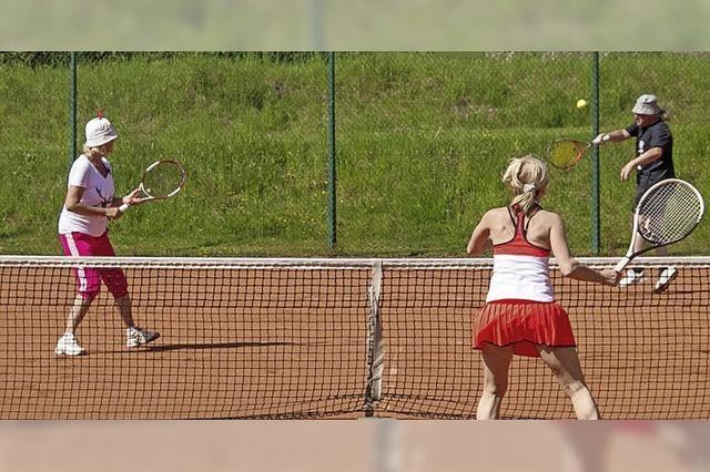 Entspannter Wettkampf auf dem Tennisplatz
