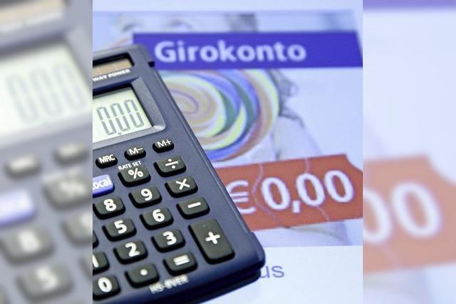 Banken leider unter Niedrigzinsen - und verlangen von den Kunden mehr Gebühren