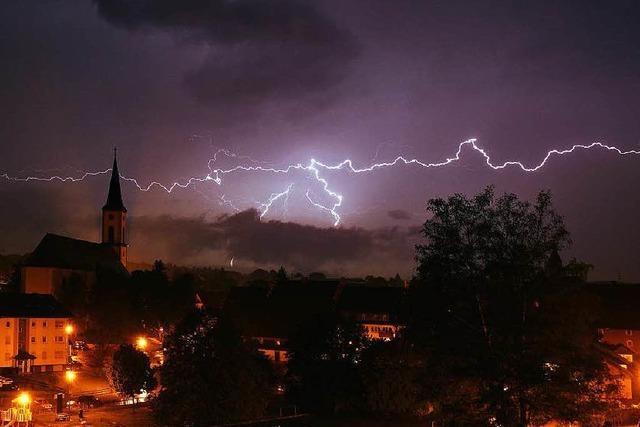Hagel und Regen in Nordbaden, Schlamm und Blitze im Süden