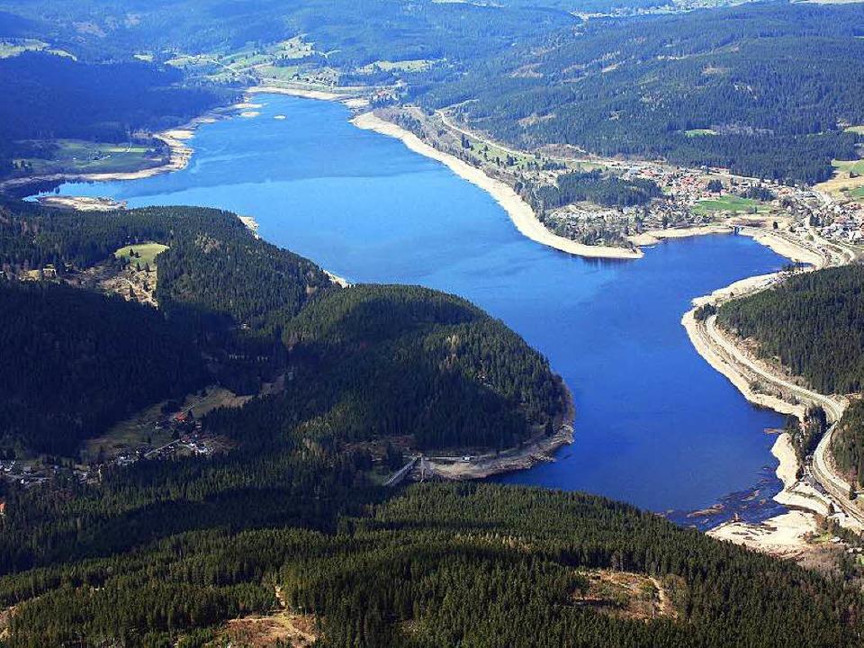 Je tiefer  der Wasserstand, desto brei...; das freut nicht jeden am Schluchsee.  | Foto: Erich Meyer