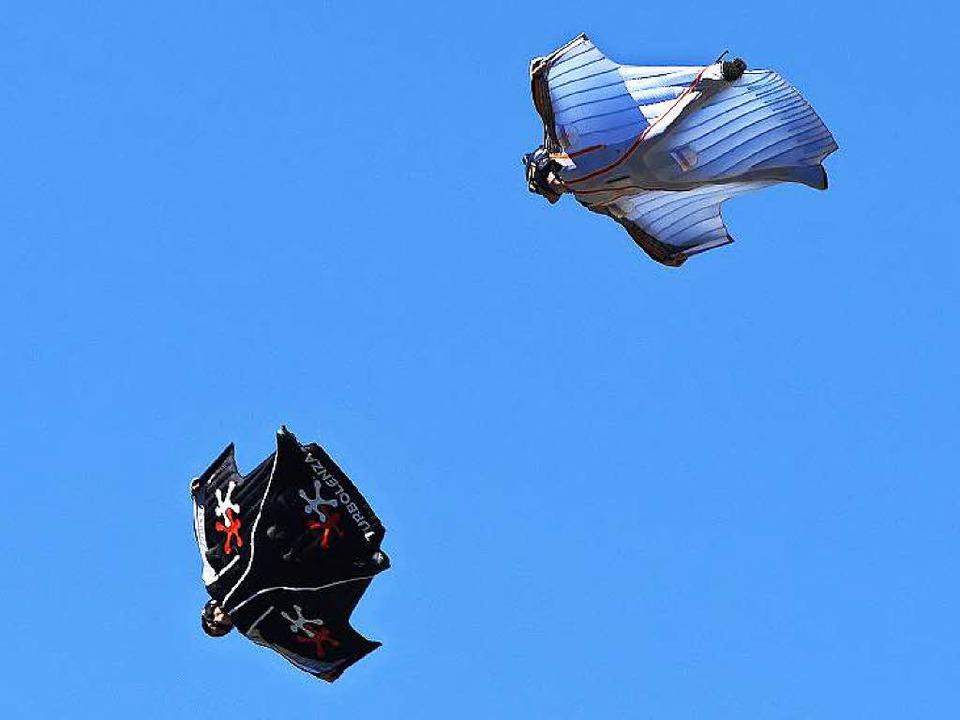 Archivbild: Wingsuit-Springer bei einem Flug ohne Zwischenfälle  | Foto: PHILIPPE DESMAZES