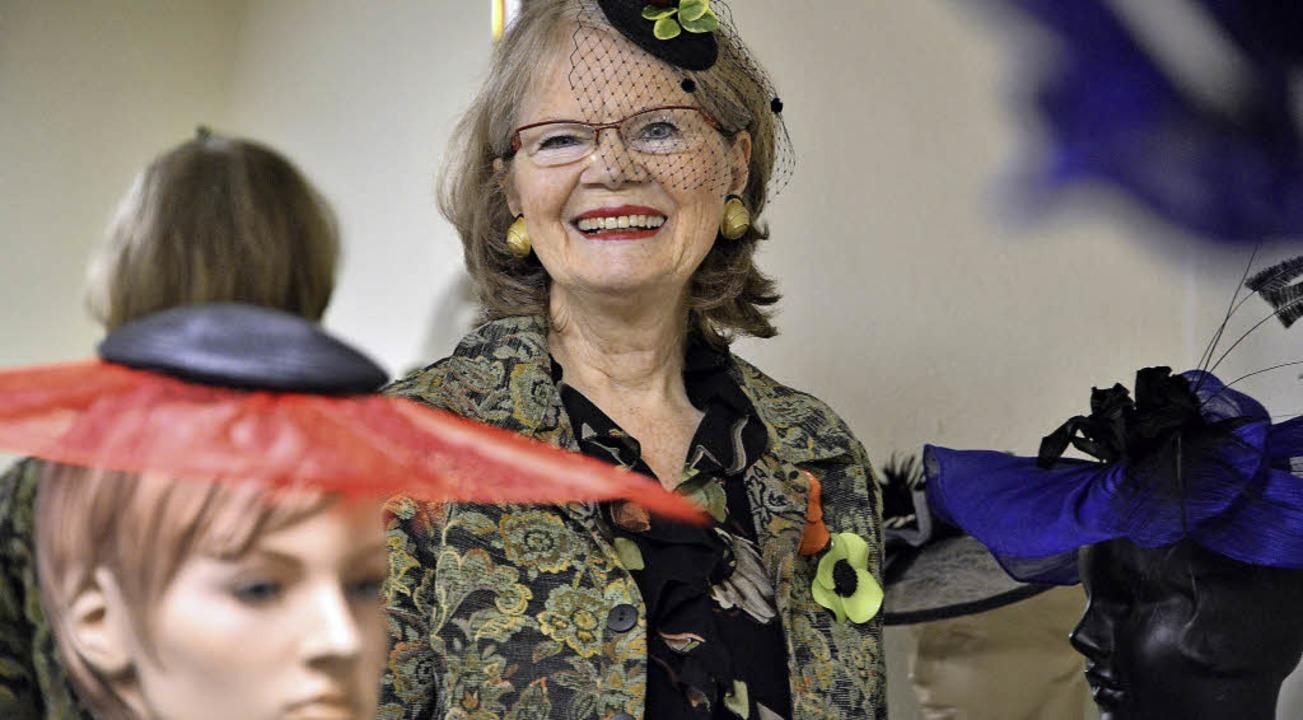 Maureen Winterhager heute: In ihrem Ha...ie einen selbst gemachten Fascinator.   | Foto: Thomas Kunz