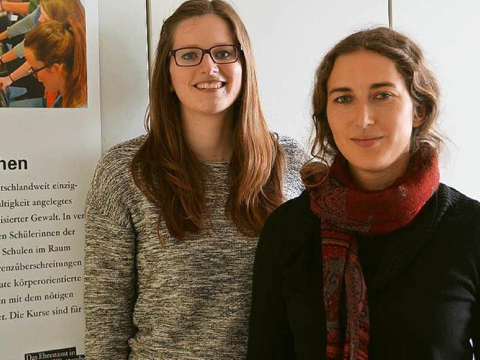 Laura Klatt (links) und Lynn Kalinowsk...4;Mutige-Mädchen-Programm in Freiburg.  | Foto: susanne ehmann