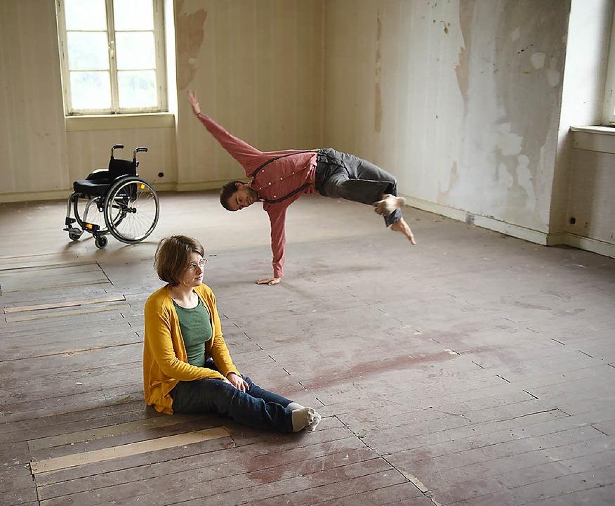 Szene 2wei interpretiert zeitgenössischen Tanz.  | Foto: Andree Kaiser