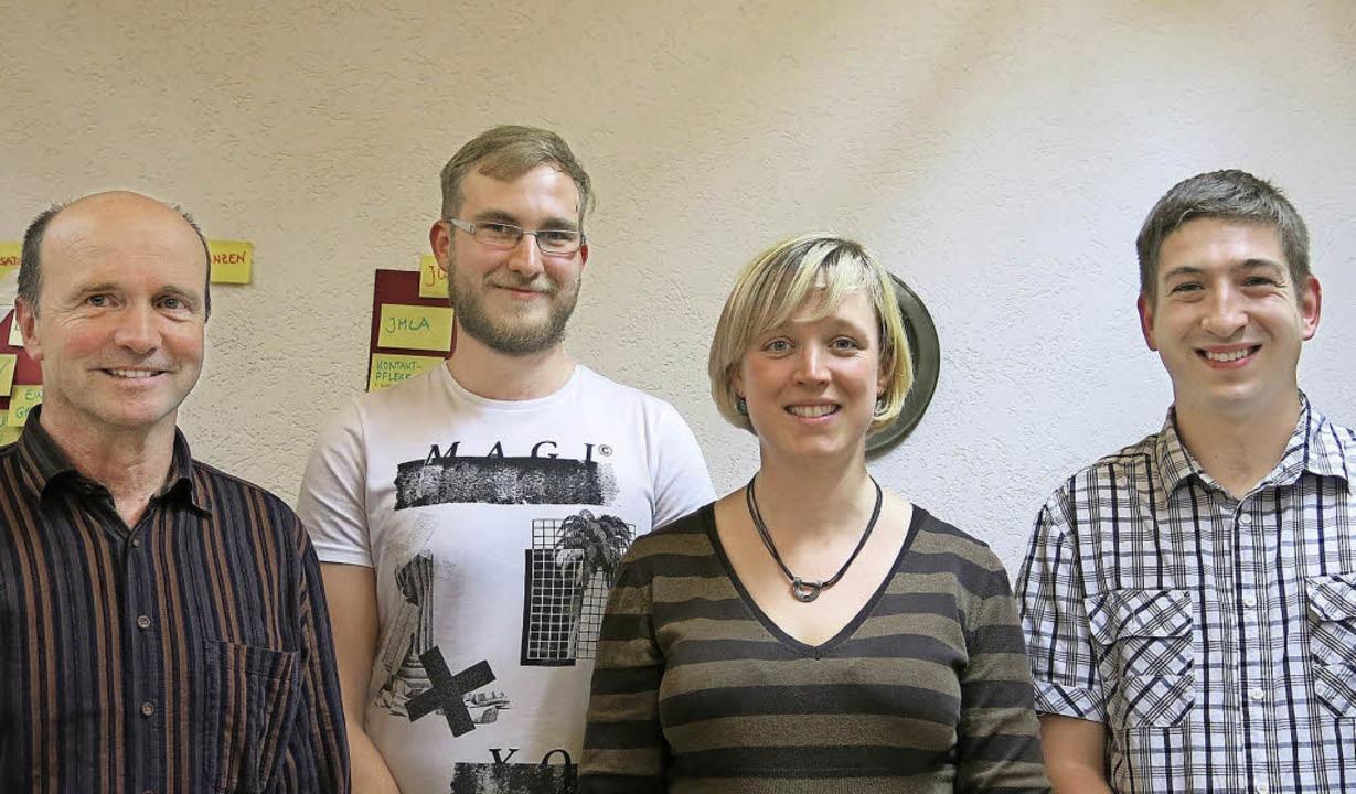Manuel Köllner, Maria Gutmann und Fabi...rt Schneider (links) gibt sein Amt ab.  | Foto: Claudia Müller
