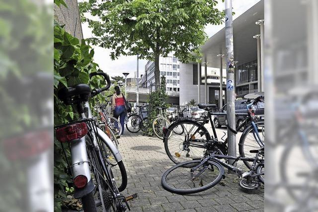 Wer in Freiburg fremde Fahrräder vorm Haus findet, wird sie nicht einfach wieder los