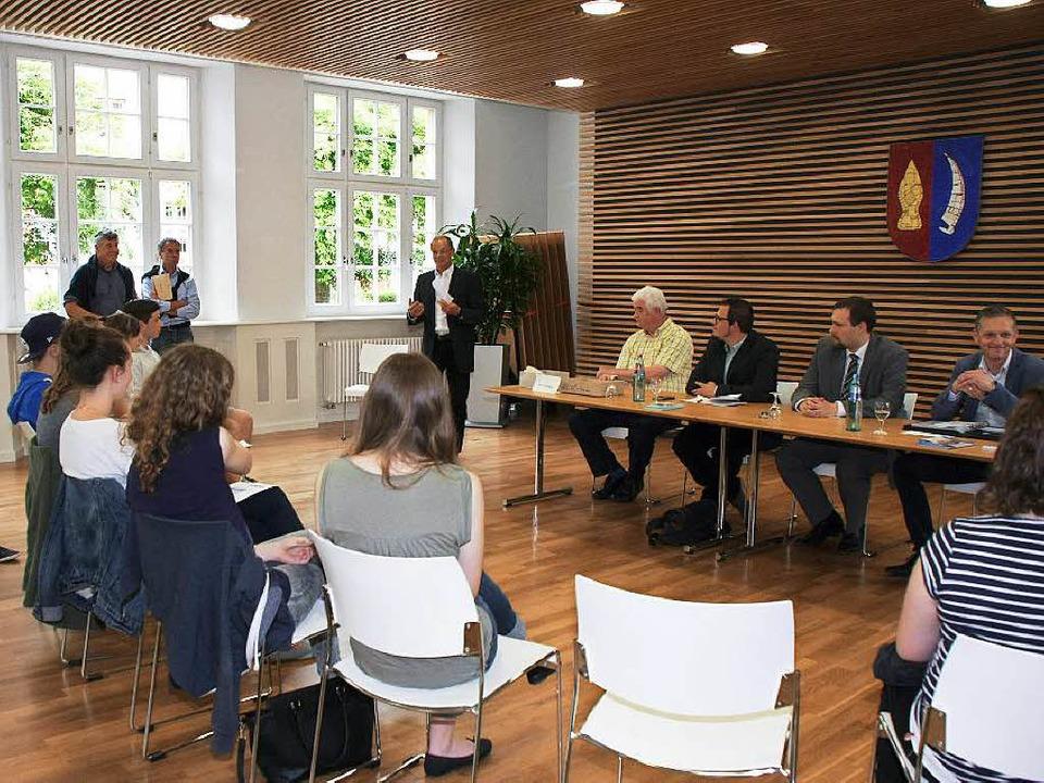 Bürgermeister Joachim Ruth begrüßt die...hlerforum im Bürgersaal des Rathauses.  | Foto: Ruth Seitz