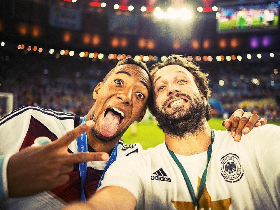 Außergewöhnlicher Moment: Jérôme Boate...aul Ripke (rechts) nach dem WM-Triumph  | Foto: Paul Ripke
