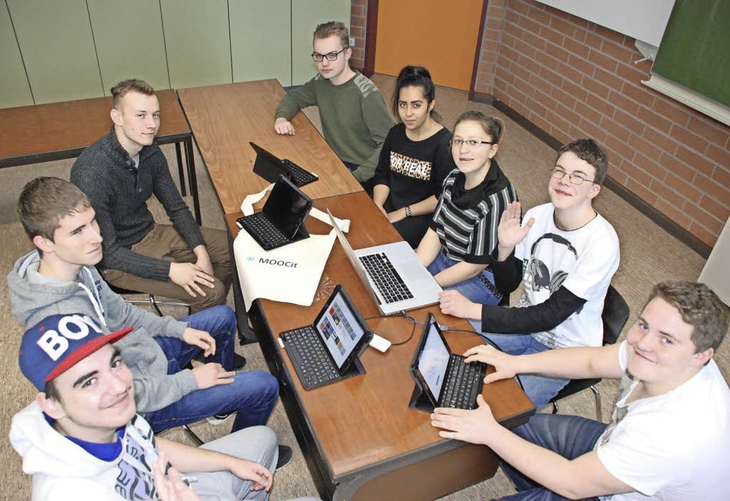 Die Schülerfirma der Gewerbeschule Lör...ber  auch zur Vorstellung von Firmen.   | Foto: Maja Tolsdorf