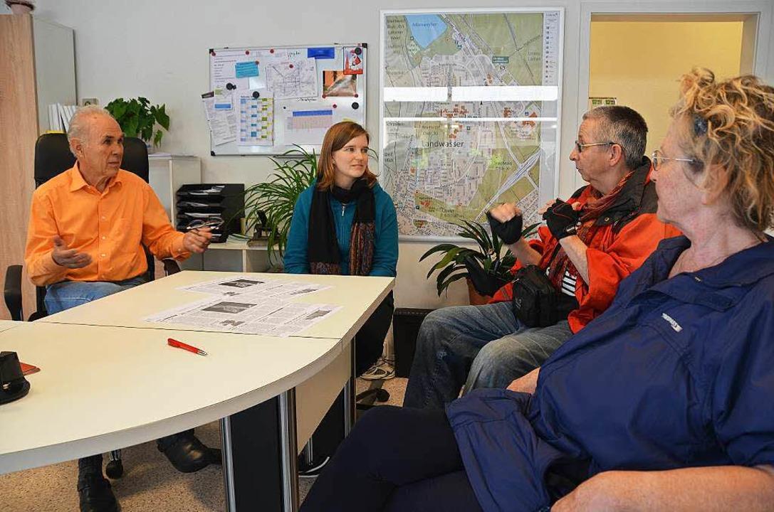 Gespräche im Quartiersbüro:  Jan Henni...öfer, Ulla Bonczek und Klaudia Steiner  | Foto: Yvonne Weik