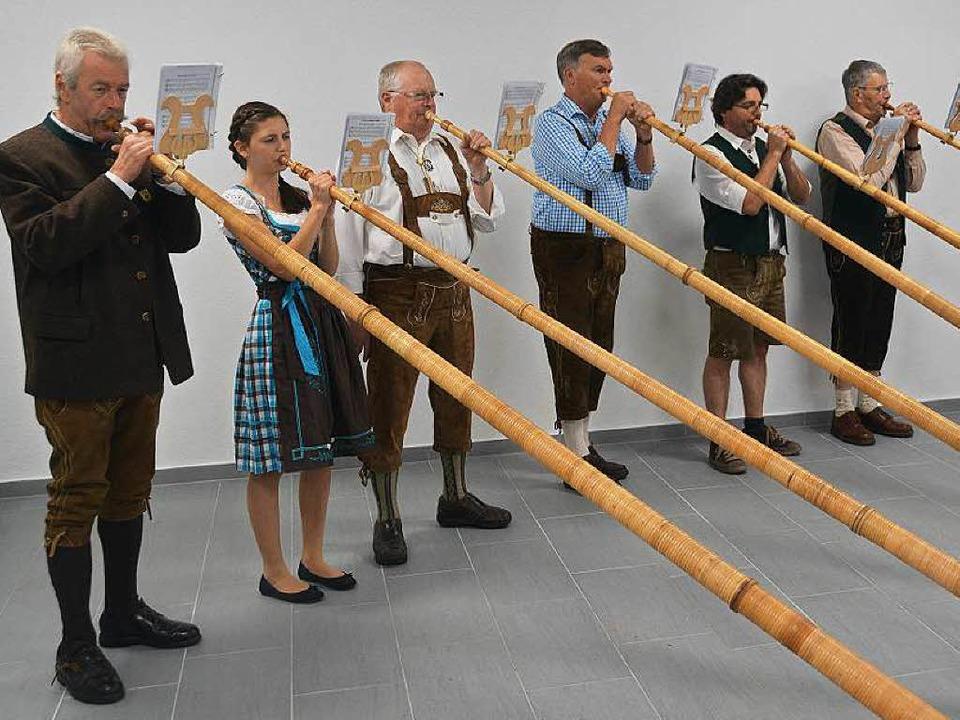 Die Alphornbläsergruppe aus Bonndorf umrahmte die Feier musikalisch.  | Foto: Juliane Kühnemund