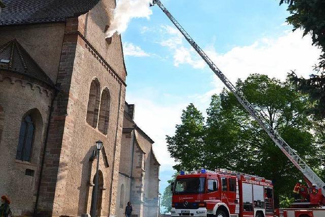 Breisacher Münster brennt – Feuerwehr übt den Ernstfall