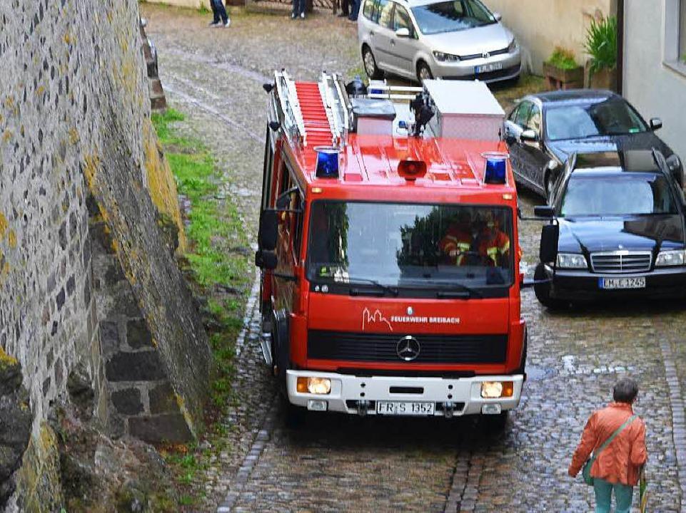 Durch die engen Gassen am Münsterberg ...hrkameraden ihre Fahrzeug manövrieren.    Foto: Hans-Jochen Voigt