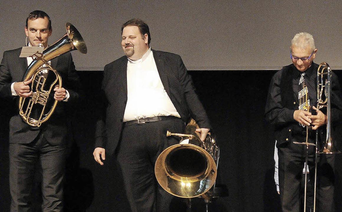 Selbst der Bürgermeister (von links) u...abt; sie begleitete Sascha Armbruster.    Foto: WOLFGANG KUENSTLE