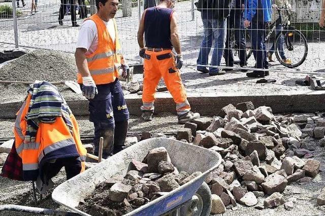 VAG-Baustelle wird zur Attraktion für Passanten in Freiburg